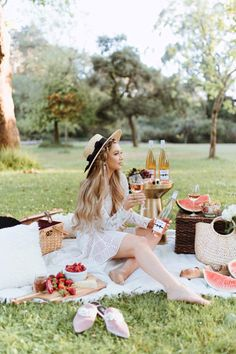 Chloe Wine Collection Rosé Picnic in Golden Gate Park - The City Blonde Beach Picnic, Summer Picnic, Picnic Photography, Photography Poses, Picnic Date Outfits, Picnic Photo Shoot, Picnic Pictures, Picnic Birthday, Best Photo Poses