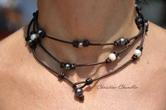 Pearl and Leather Wrap  23 inch necklace  por ChristineChandler