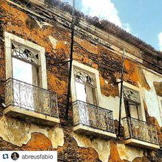 https://flic.kr/p/xXbfZS | #saoluis elegant #decay  #reviver #slz #centrohistorico #maranhao #nordestebrasileiro #nordeste #brazil #brasil #ruins #casarao   #Repost @abreusfabio with @repostapp ・・・ Janelas deterioridadas de casarão abandonado na esquina do Beco da Pacotilha com a R