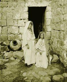 Ramallah - رام الله : RAMALLAH - Two Ramallah women in front of Bab-el-dar, late 19th, early 20th c.