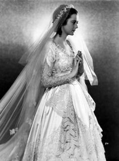 Gorgeous Photos of British Actress Heather Angel in the 1930s and '40s Bridal Skirts, Bridal Gowns, Wedding Gowns, Heather Angel, Vintage Bridal, Vintage Weddings, Royal Weddings, Bridal Cape, Wedding Dress Trends