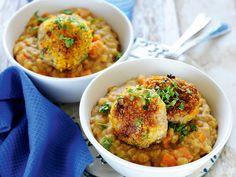 Így készül a sárgaborsó-főzelék római köményes fasírttal. Curry, Pork, Ethnic Recipes, Cilantro, Kale Stir Fry, Curries, Pork Chops