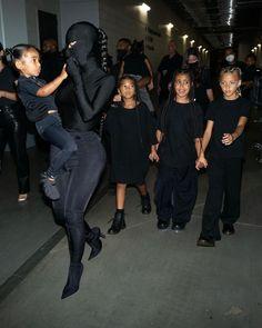 Kris Jenner, Kendall Jenner, Kylie, Robert Kardashian, Kourtney Kardashian, Kanye West Albums, Rapper, Atlanta, White Balenciaga