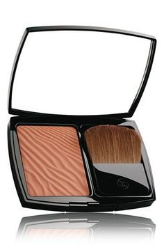 Chanel Soleil Tan Moisturizing Bronzing Powder, - Lauren Conrad describes it as the best bronzer for her skin tone : a perfect mix of brown and orange, with good illumination