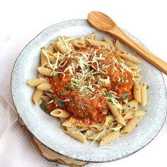 Gehaktballetjes gevuld met mozzarella in tomatensaus, een heerlijk recept wat ik klaar maakte in de slowcooker! We aten er volkoren pasta bij, een heerlijke combinatie!