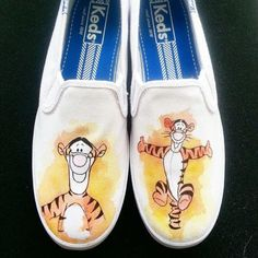 Evens water color designs Winnie The Pooh Tigger Custom Hand Painted Shoes Painted Vans, Painted Sneakers, Hand Painted Shoes, Disney Vans, Disney Shoes, Black Slip On Sneakers Outfit, Shoe Makeover, Cute Vans, Toms Outlet