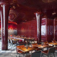 """**Vor knapp vierzig Jahren wurden im legendären Pariser Club [[https://www.lesbains-paris.com/en/club """"Les Bains Douches""""]] noch die Nächte durchgefeiert,…"""
