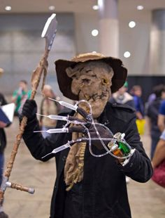 """How to make a """"Scarecrow"""" Batman costume We have nothing to fear, but fear itself. Perhaps Batman's Scarecrow believes otherwise. For this particular costume,. Batman Scarecrow Costume, Scarecrow Cosplay, Make A Scarecrow, Halloween Costumes To Make, Halloween Dress, Halloween Projects, Adult Halloween, Mad Hatter Costumes, Mad Hatter Hats"""