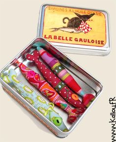 maybe altoid tin with label pasted on it and felt sardines? Canned sardines Diy Arts And Crafts, Crafts For Kids, Diy Plush Toys, Fabric Fish, Fish Crafts, Little Fish, Creation Couture, Fake Food, Red Fish
