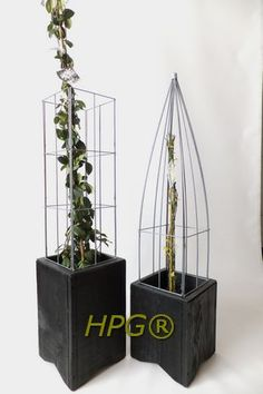 Planters with self watering system, with a piramide and square wire colmn. New by Hivy Pillar Greenfashion (HPG) 2013 www.hivypillar.nl