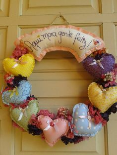 Guirlanda cheia de amor! Silver Christmas Decorations, Valentine Decorations, Valentine Crafts, Valentines, Felt Crafts, Diy And Crafts, Arts And Crafts, Holiday Wreaths, Holiday Crafts