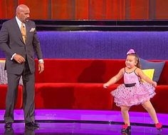 Steve Harvey Asks Her For A Dance Move – The Lesson She Gives Has The Crowd In Hysterics