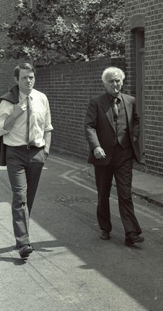 Still of John Thaw and Kevin Whately in Inspector Morse (1987) Two of the BEST TV detectives ever!