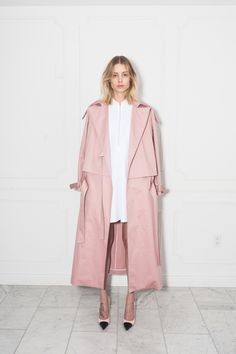 Women trench coat version 2017 - what are the models in vogue? - Your Fashion Styles Pink Trench Coat, Trench Coats, Women's Coats, Pastell Fashion, Mode Style, Style Me, Pink Style, Look Fashion, Womens Fashion