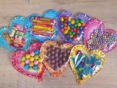 St valentin #1 : Fabriquer une jolie carte gourmande à coudre • Hellocoton.fr Valentine Treats, Saint Valentine, Valentine Day Crafts, Diy Resin Crafts, Diy And Crafts, Diy For Kids, Crafts For Kids, Cadeau St Valentin, Valentines Bricolage