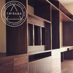 Mueble de estudio fabricado en madera de tzalam. Diseño: Arq. J.O. #tricasa #woodwork #group #excelenciaencarpinteria #tumejoropcion