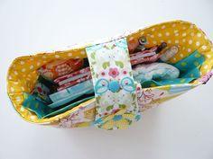 Wer so viele Taschen hat. Taschenorganizer Organize your bag, sewing, idea Purse Wallet, Coin Purse, Pouch, Purse Organizer Tutorial, Bag Patterns To Sew, Sewing Patterns, Bag In Bag, Crafty Hobbies, Purse Organization