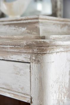 Zo geef je meubels een oude look: Stappenplan Annie Sloan Furniture, Chalk Paint Furniture, Furniture Makeover, Diy Furniture, Decorative Paint Finishes, Mirrored Bedroom Furniture, Annie Sloan Paint Colors, Living Vintage, Industrial Interiors