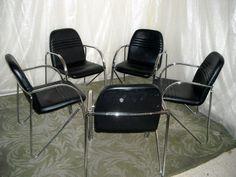 cadeiras: 5 em armazém