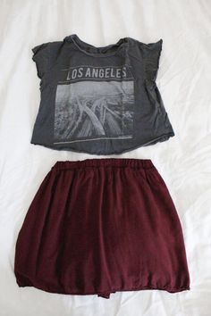 grey and black los angeles shirt with red skirt Hipster Fashion, Teen Fashion, Fashion Outfits, Womens Fashion, Hipster Women, Hipster Style, Fashion Art, Cute Summer Outfits, Cute Outfits