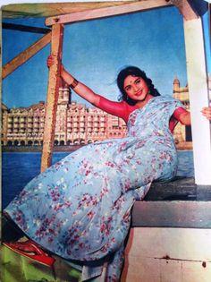 Vintage Bollywood, Indian Bollywood, Bollywood Stars, Bollywood Fashion, Bollywood Actress, 80s Fashion, Indian Fashion, Prince Girl, Old Film Stars