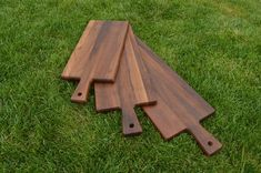 Wholesale cutting board with handle walnut and beech wood for laser engraving, restaurants, charcuterie boards, schneidebrett Epoxy Resin Wood, Resin Art, Make Way, Company Gifts, Personalized Cutting Board, Antique Shops, Corporate Gifts, Mild Soap, Laser Engraving