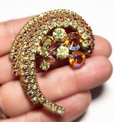 JULIANA?? VINTAGE SWIRL COSTUME BROOCH PIN GOLD AURORA BOREALIS RHINESTONES! WOW #Unbranded