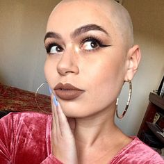 Bald Hairstyles For Women, Bandana Hairstyles, Summer Hairstyles, Shaved Hair Cuts, Shaved Heads, Shave My Head, Head Scarf Styles, Bald Girl, Bald Women