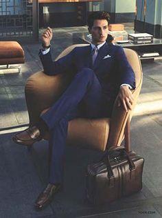 Mens Fashion Smart – The World of Mens Fashion Gq Style, Mens Fashion Suits, Mens Suits, Men's Fashion, Fashion Bags, Work Fashion, Fashion Styles, Moda Formal, Elegant Man