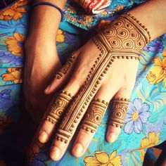 Today's class at Odanadi, how to make #designs using just three #elements. Such a simple concept and so many #possibilities! #Mysore #mehndi #maplemehndi #henna #hennapro #India #travel #artist #designer #lines #hand #bodyart #adornment