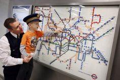 Lego celebra el 150 aniversario del metro de Londres