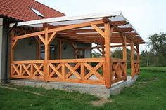 Znalezione obrazy dla zapytania taras z zabudowa Front Deck, Deck Railings, Diy House Projects, Decks And Porches, Cabana, Gazebo, Sweet Home, Backyard, House Styles