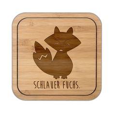 Untersetzer quadratisch Fuchs Deluxe aus Bambus  Coffee - Das Original von Mr. & Mrs. Panda.  Diese quadratischen Untersetzer mit abgerundeten Kanten sind ein besonderes Highlight auf jedem Esstisch. Jeder Gläser Untersetzer wurde mit viel Liebe handgefertigt und alle unsere Motive sind mit besonders viel Hingabe von unserer Designerin gestaltet worden. Im Set sind jeweils 4 Untersetzer enthalten.     Über unser Motiv Fuchs Deluxe  Füchse sind zauberhafte verspielte Waldbewohner, die ein…