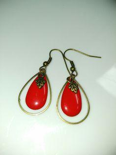 Boucles d'oreilles rouges en forme de gouttes