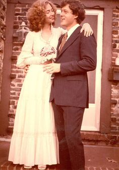 Hillary Clinton and Bill Clinton Bill And Hillary Clinton, Hillary Rodham Clinton, Hillary Clinton Young, Celebrity Wedding Photos, Celebrity Weddings, Famous Couples, Happy Couples, Jessica Mcclintock, American Presidents