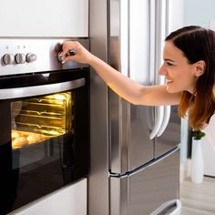 Cleaning the oven doesn't have to be a dreaded chore. Setting aside time to give this useful appliance a thorough cleaning is worth the effort. Roasting Bags, Oven Hood, Best Oven, Dish Detergent, Appliance Repair, Oven Cleaning, Microwave Oven, French Door Refrigerator, Stove