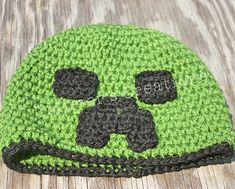 Ravelry: Minecraft Creeper Hat pattern by Rachelle Bowman Crochet Kids Hats, Crochet Beanie Hat, Crochet Cap, Crochet For Boys, Crochet Crafts, Crochet Projects, Free Crochet, Crochet Hat Pattern Kids, Funny Crochet
