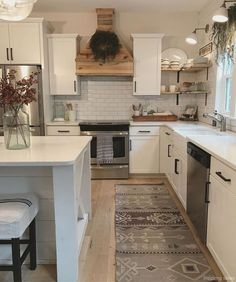 Supreme Kitchen Remodeling Choosing Your New Kitchen Countertops Ideas. Mind Blowing Kitchen Remodeling Choosing Your New Kitchen Countertops Ideas. Modern Farmhouse Kitchens, Farmhouse Kitchen Decor, Home Decor Kitchen, Diy Kitchen, Home Kitchens, Farmhouse Style, Kitchen Reno, Kitchen Ideas, Pottery Barn Kitchen