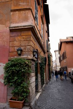 Explore the Alleyways of Rome - Top 9 Tips for First Time Visitors to Rome