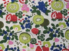 Cotton Table Runner with Kiwifruits & Berries 13 /