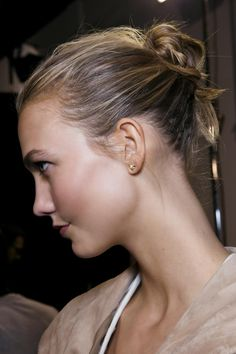 10 Hairstyles To Hide Outgrown Roots - Try a chic messy bun like Karlie Kloss