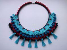 Colar tribal - tons azul/vermelho - Artes da Sílvia