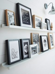 4 Astute Tips: Long Floating Shelves Diy floating shelf ideas paint.Floating Shelf Above Bed Mirror white floating shelves kitchen.Large Floating Shelf Home. Black Floating Shelves, Industrial Floating Shelves, Floating Shelf Decor, Floating Shelves Bathroom, Shelves Above Couch, Headboard With Shelves, Photo Deco, Picture Shelves, Ikea Picture Ledge