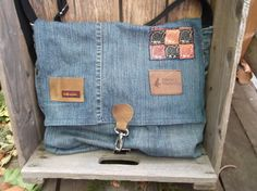 I dont usually like jean bags.... but there is something about this one.... hmmmm.