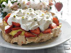 Marengstærte med citroncreme og jordbær | Familie Journal