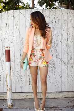 Blazer and shorts, blazer outfits, romper outfit, colourful outfits, short Blazer Outfits, Stylish Outfits, Peach Clothes, Peach Blazer, Casual Chique, Look Blazer, Outfit Trends, Outfit Ideas, Romper Outfit