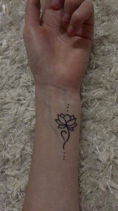 Eating disorder recovery tattoo - New Ideas Henna Tattoo Hand, Hand Tattoos, Gesundheits Tattoo, Cute Henna Tattoos, Body Art Tattoos, Sleeve Tattoos, Small Tattoos, Lotus Tattoo Wrist, Simple Lotus Tattoo