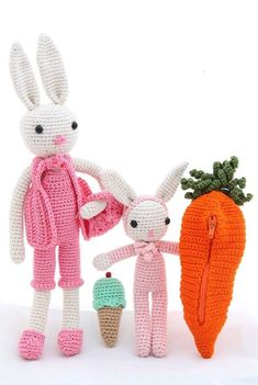 Crochet Rabbit mother and baby with crib Crochet Penguin, Crochet Rabbit, Christmas Bunting, Christmas Lights, Christmas Ornaments, Bunting Garland, Mother And Baby, Amigurumi Toys, Paper Beads