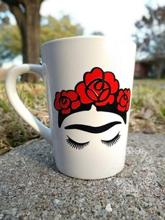Frida Kahlo Coffee Mug Cup l Red Flowers l Mothers Day Gift l Mothers Day Cup l Latin l Mexican Decor l Chingona Mug l Gift for Mom Frida Kahlo Kaffeetasse Tasse l Rote Blumen l Muttertagsgeschenk l Muttertagsschale l Latein l Mexikanische Deko Painted Plant Pots, Painted Flower Pots, Lilo Und Stitch, Mug Cakes, Frida Art, Diy Mugs, Painted Mugs, Vintage Mickey, Posca