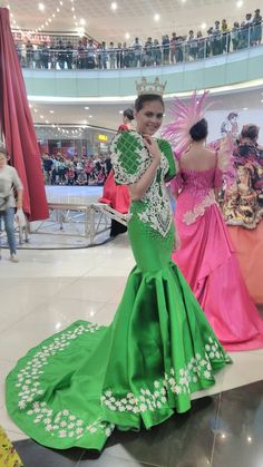 Emerald Green Filipiniana Terno Mermaid gown by Russ Cuevas Barot Saya, Modern Filipiniana Gown, Debut Gowns, Mermaid Gown, Filipina, Prom Dresses, Formal Dresses, Emerald Green, Formal Wear